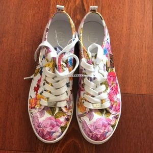 G by guess brand new floral sneakers size 8 1/2